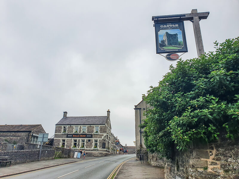 Pubs in Castleton