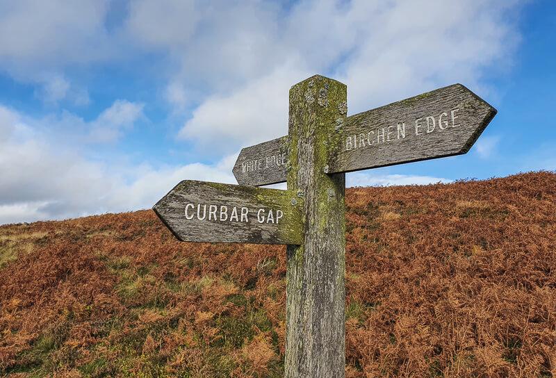 Signpost back to Curbar Gap