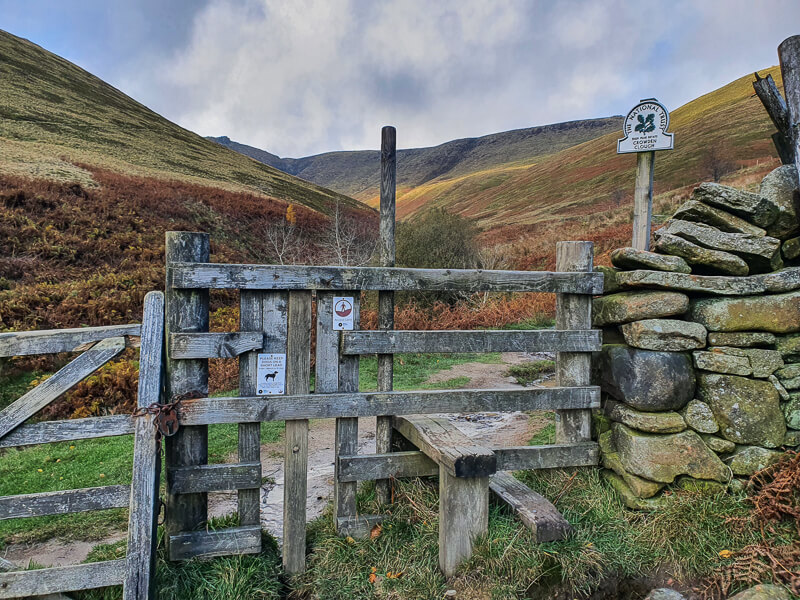 Stile and sign for Crowden Clough