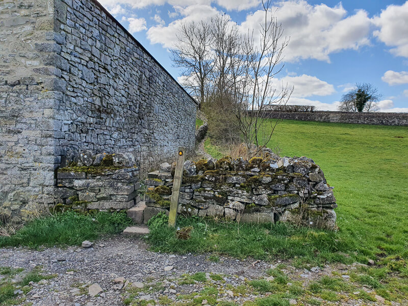 Building and stone wall